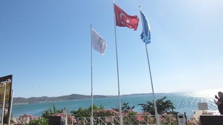 Burhaniye'de 4 plaja mavi bayrak çekildi