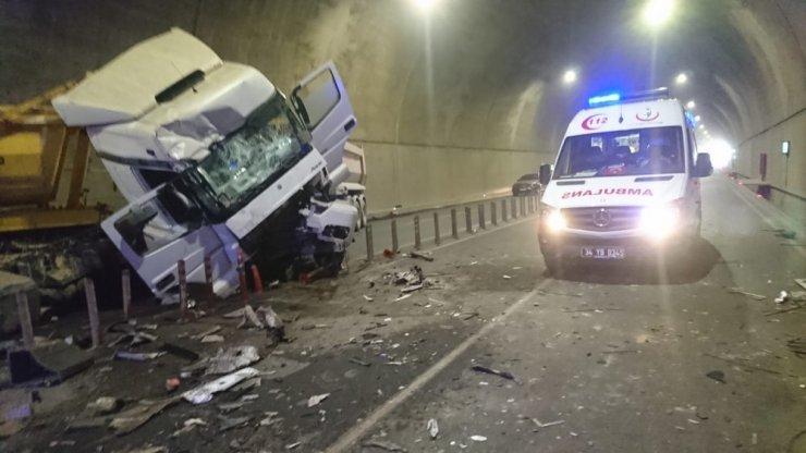 Sabiha Gökçen Havalimanı bağlantı yolundaki tünelde feci kaza