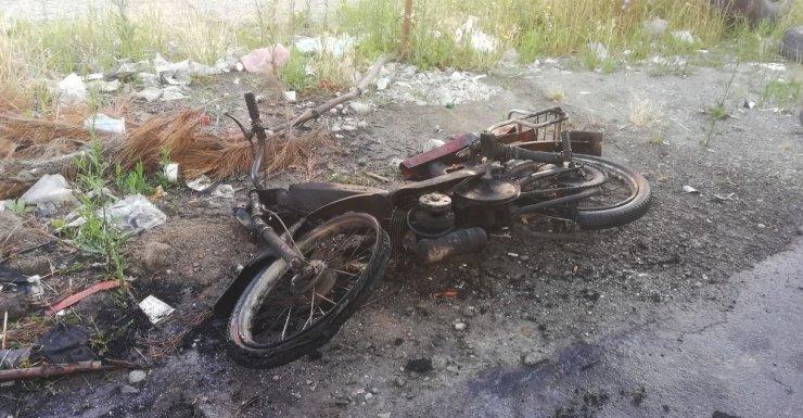 Yanan motosikleti itfaiye söndürdü