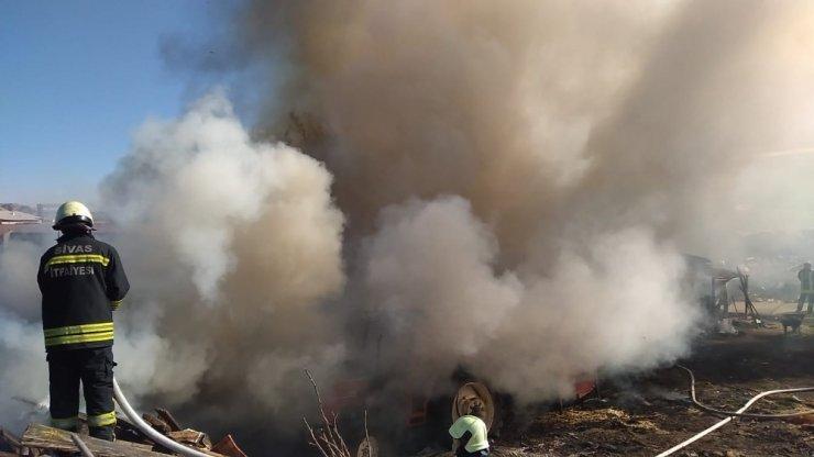 Sivas'ta çıkan yangında 4 inek telef oldu