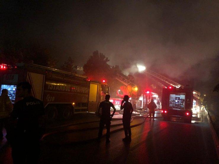 Sancaktepe'de fabrika alev alev yandı