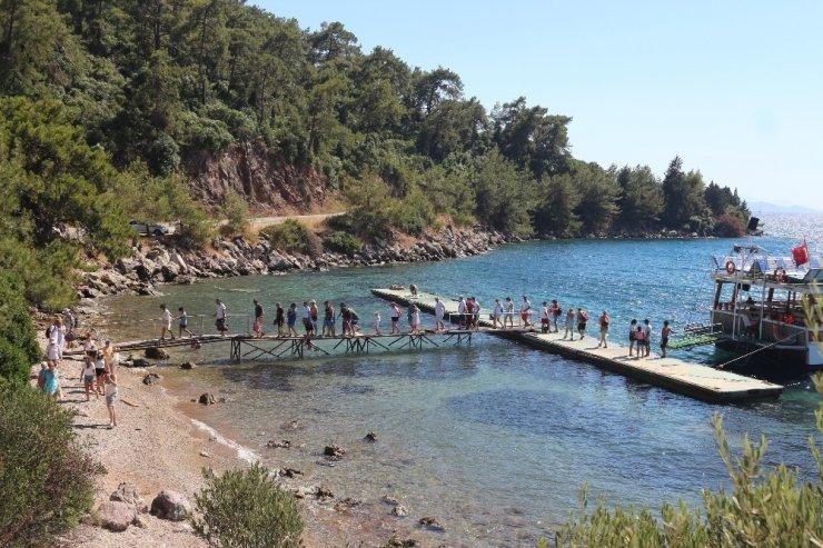 Halk plajına yapılan kaçak iskeleye tepki