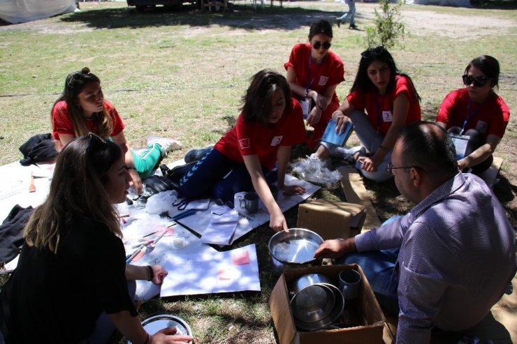 Üniversiteli öğrenciler ormanda afete hazırlandı