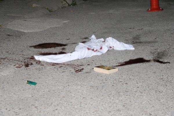 Kız arkadaşını yaralayıp, intihar etti