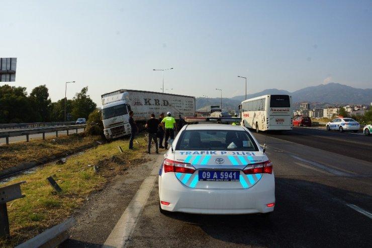 Aydın'da 5 dakikalık yağış kaza getirdi: 1 yaralı