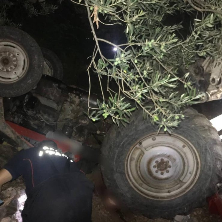 Traktörün altında kalan sürücü yaşamını yitirdi