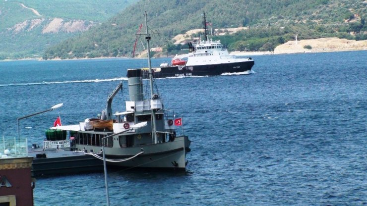 Rus Donanması'na ait gemi Çanakkale'den geçti