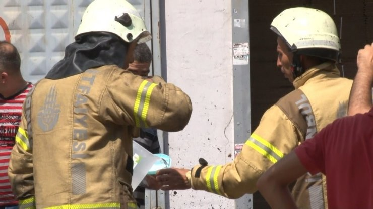 Sultangazi'de karton atölyesinde yangın