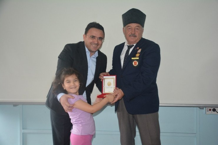 Kıbrıs gazilerine madalya