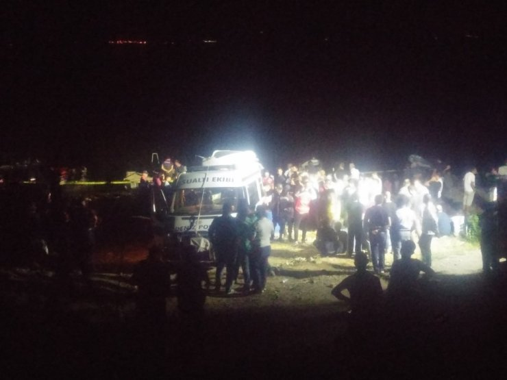 Gölde kaybolan 2 kişiyi arama çalışmalarına ara verildi