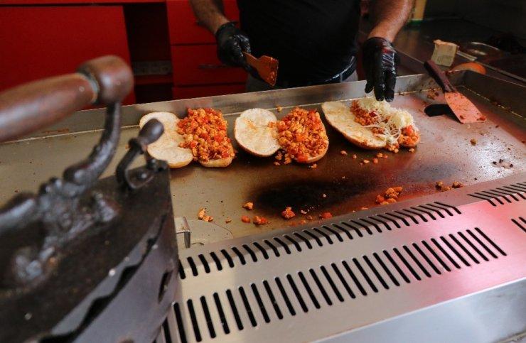 "Adana kebabına alternatif ""ütü tost"""
