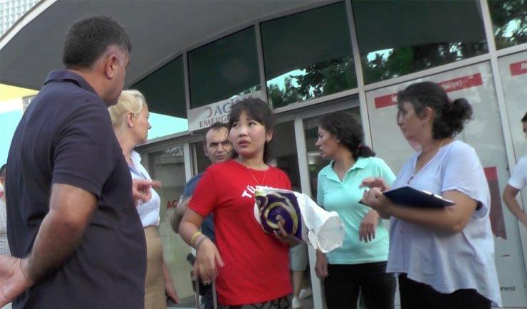 Antalya'da balayındaki Kazak turist, beton zemine üştü