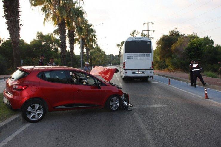 Geri manevra yapan tur otobüsünün altında kalan sürücü yaralandı