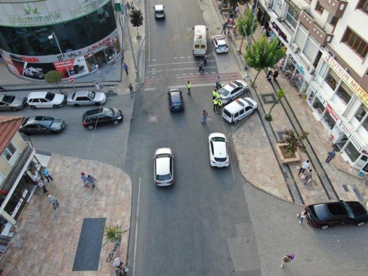 Polis yaya önceliğini dronle kontrol ediyor