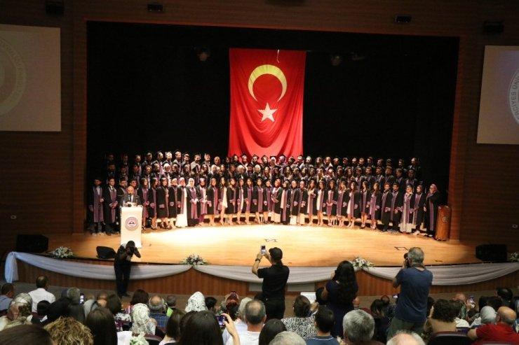 ERÜ Diş Hekimliği Fakültesi'nde mezuniyet heyecanı