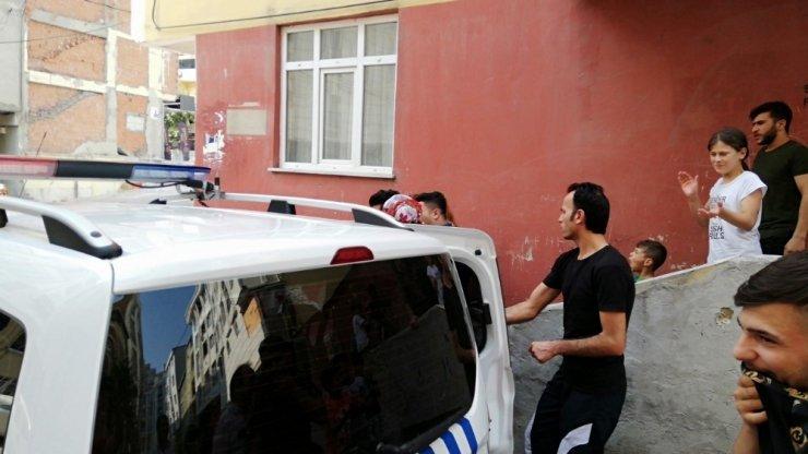 Apartman kapsını sıkıca tuttu, kadın hırsızları böyle yakalattı