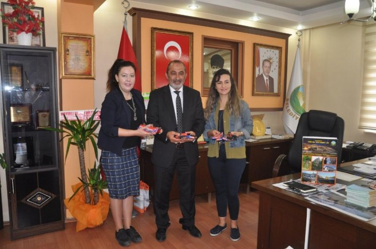 Başkan Çatal'dan 'Bir Kalemle Çocuklara Umut Ol' kampanyasına destek