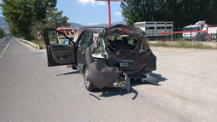 Kütahya'da kamyon otomobile çarptı: 4 yaralı