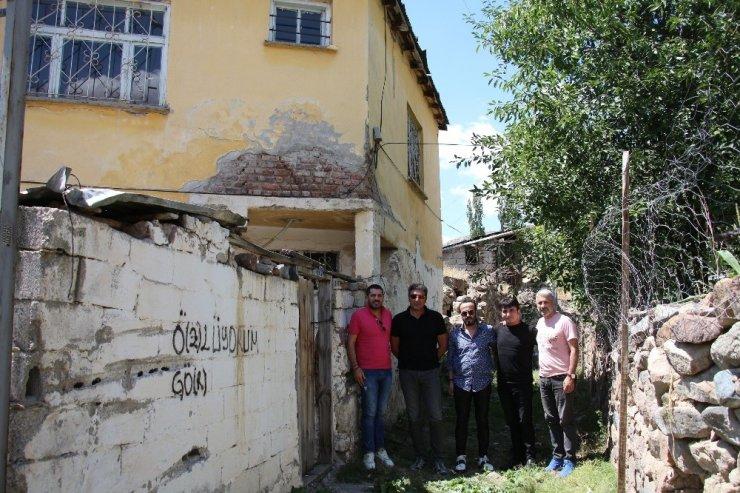 Sanatçı Yağız, İbrahim Erkal'ın evini ziyaret etti
