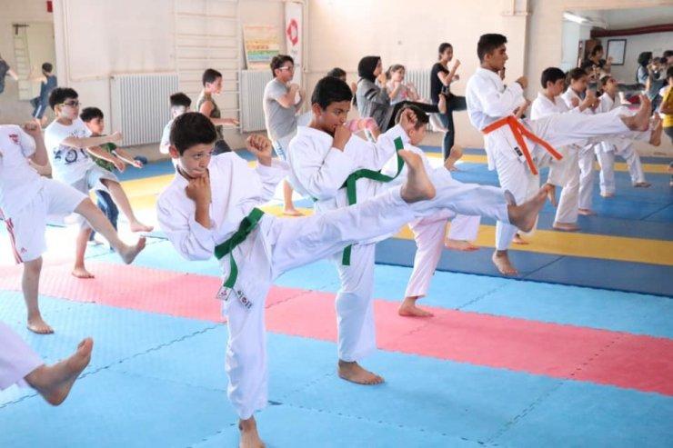Sivas'ta karate yaz okulu devam ediyor