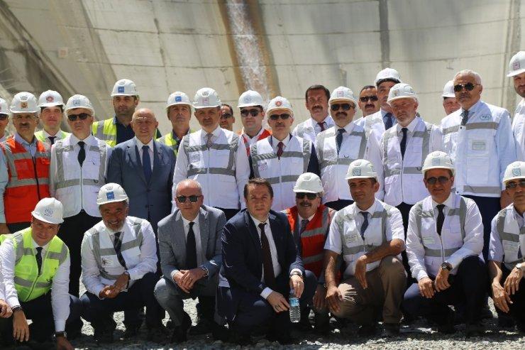 Bakan Pakdemirli, Türkiye'nin en yüksek barajı için tarih verdi