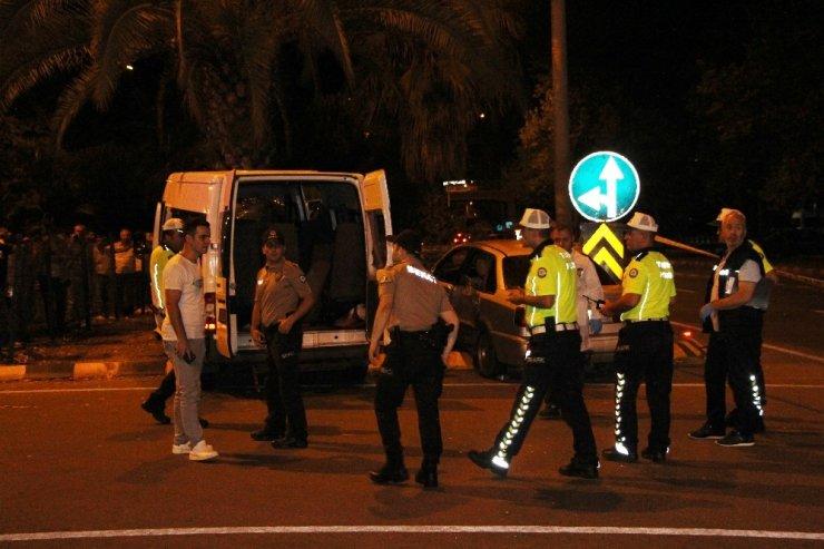 Düğün dönüşü kaza: 1 ölü, 14 yaralı