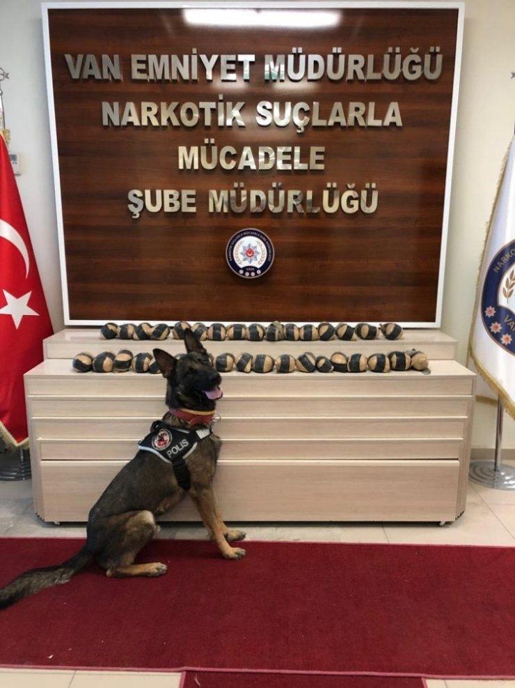 Yün çuvalları içerisinde 17 kilo eroin ele geçirildi