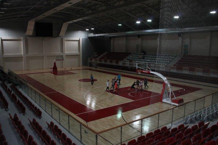 Yalova 90. Yıl Spor Salonu yeni sezona hazırlanıyor