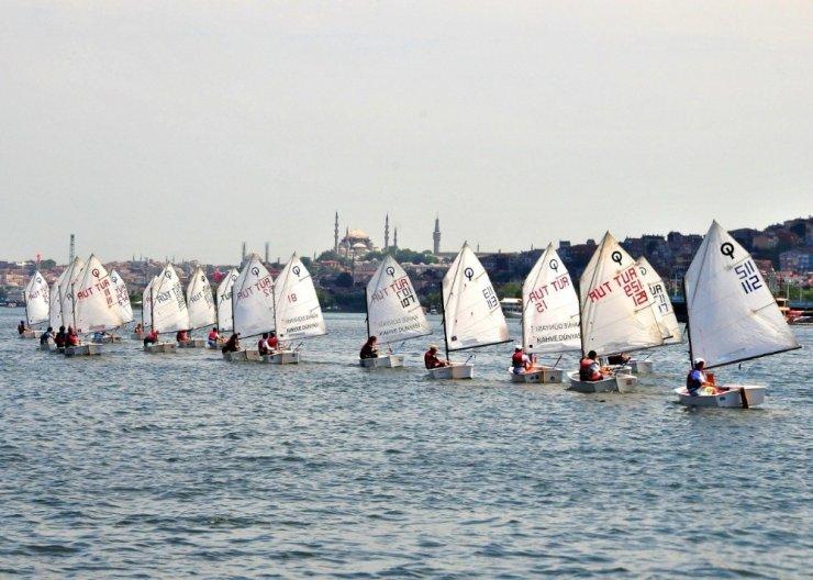 Beyoğlu'nda tecrübeli ve profesyonel yelkenciler yetişiyor