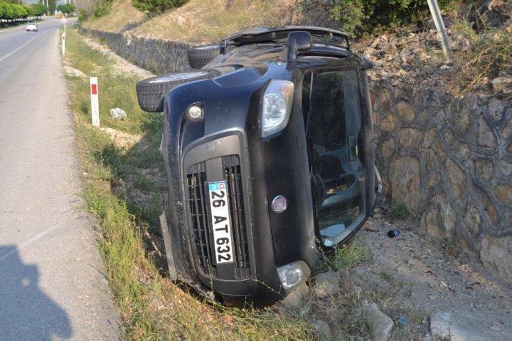Kontrolden çıkan araç devrildi: 2 yaralı