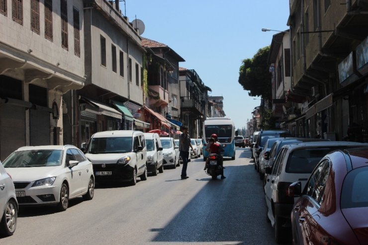 Dünyanın ilk aydınlatılan caddesi araç trafiğine kapatılıyor
