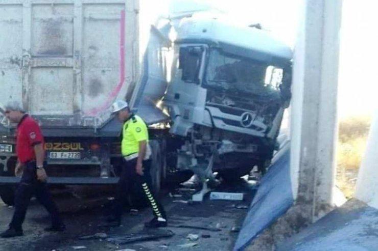 Duvara çarpan tırın sürücüsü öldü