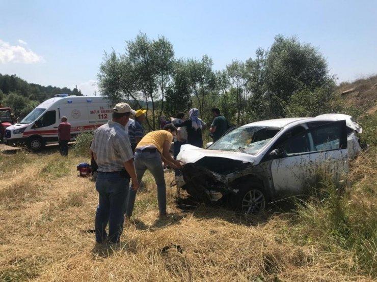 Yoldan çıkan otomobil tarlaya uçtu: 5 yaralı