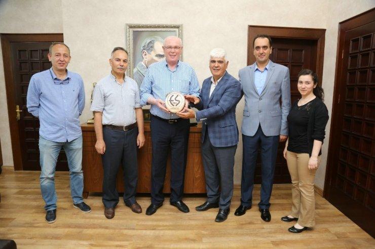 Seyyar Tuhafiyeciler ve İşportacılar Odası'nda Başkan Kurt'a ziyaret