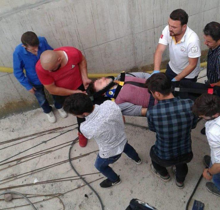 İnşaatın kapalı otoparkına düşen genç ağır yaralandı