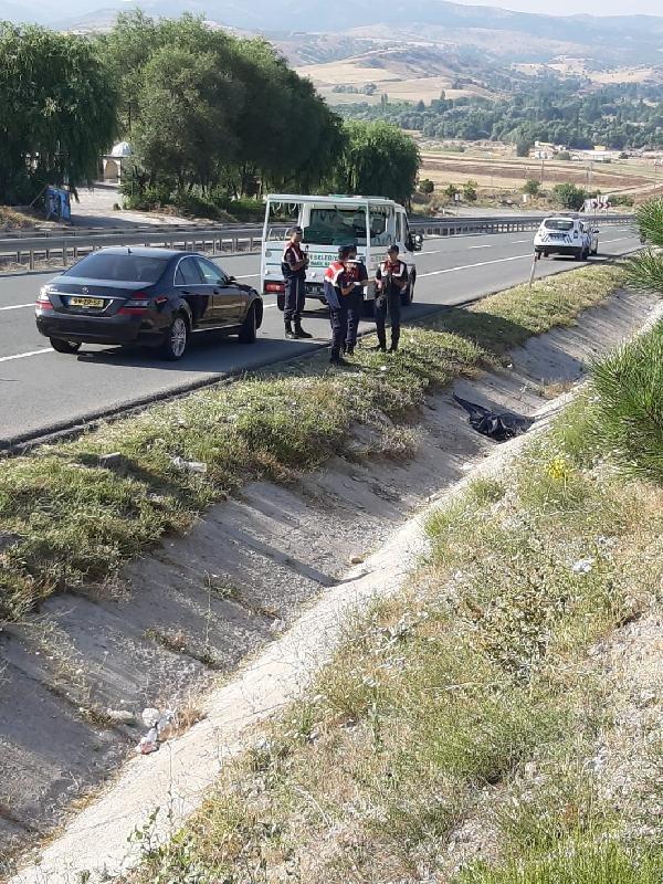 Su doldurmaya giderken otomobilin çarptığı çocuk öldü
