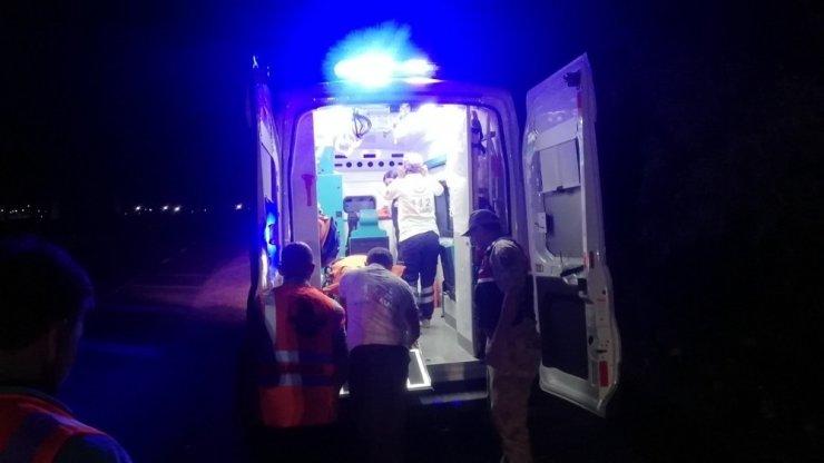 Erzincan'da 2 askerin içinde bulunduğu otomobil şarampole uçtu: 1 ölü, 1 yaralı