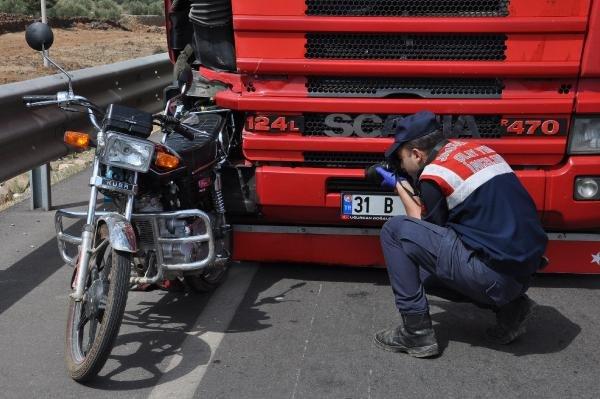Ölümlü kazaya bakarken kaza yaptı, 3 yaşındaki Ahmed yaralandı