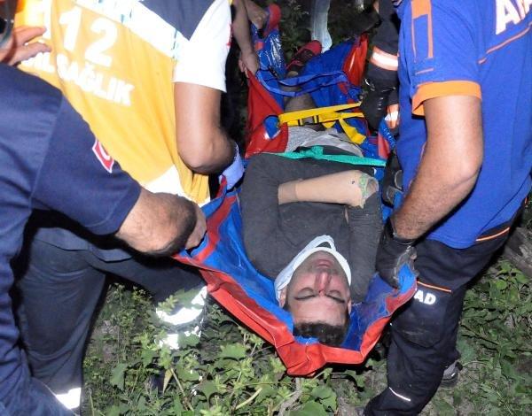 Protez bacaklı kişi 50 metreden dere kenarına düştü