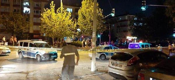 Ankara'da otomobil park halindeki kamyona çarptı: 2 ölü, 4 yaralı