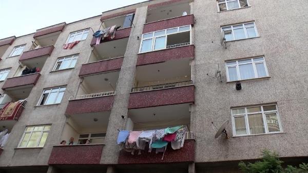 1,5 yaşındaki bebek ikinci kattan düştü