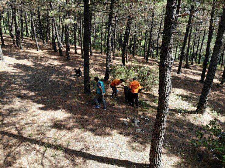 Aydos Ormanı'nda denetimli serbestlik yükümlüleri çevre temizliği yaptı