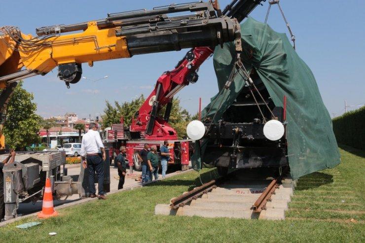 130 tonluk lokomotif 5 saatte yerine konuldu