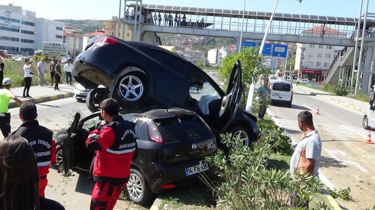 Otomobiller üst üste çıktı: 10 yaralı