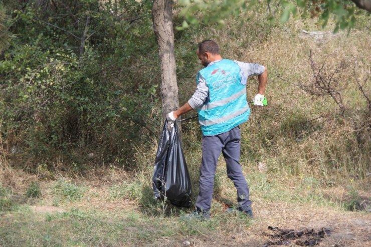Denetimli serbestlik hükümlüleri çevre temizliği yaptı