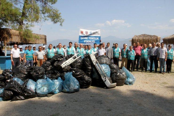 Fethiye'de hükümlüler çevre temizliği yaptı