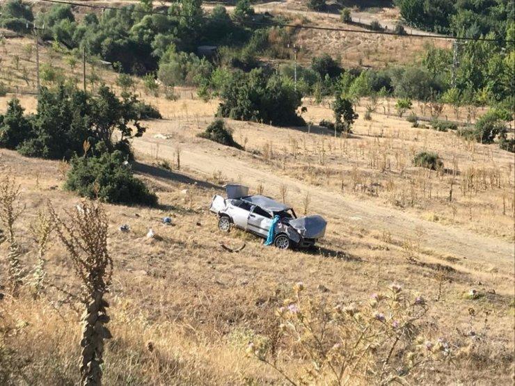 Levhaya çarpan otomobil metrelerce takla atarak şarampole yuvarlandı