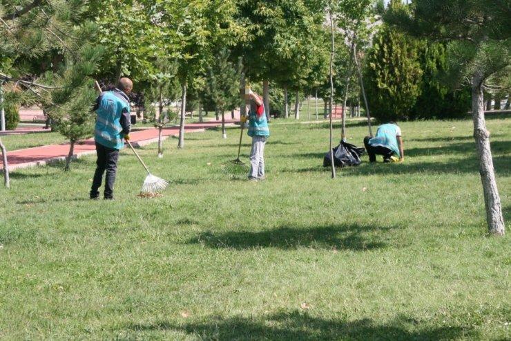 Denetimli Serbestlik Temiz Çevre Projesi'nde yeşil alanlar temizleniyor
