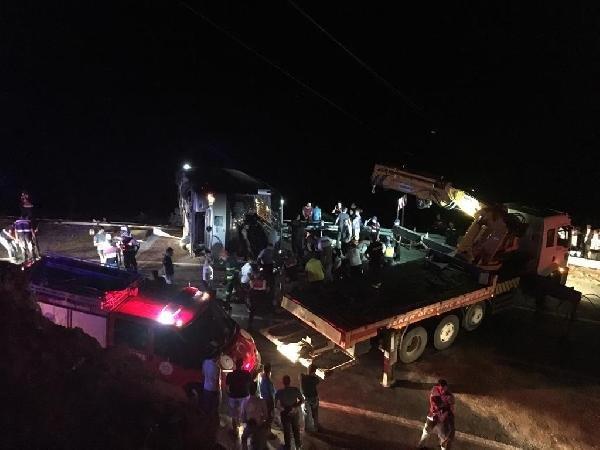 Konya-Antalya yolunda tur otobüsü devrildi: 1 ölü, 29 yaralı