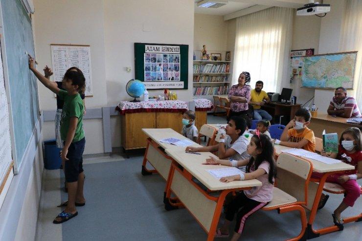 Okula hastanede başladılar